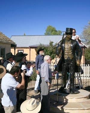 wyatt-earp-statue-unveiling1